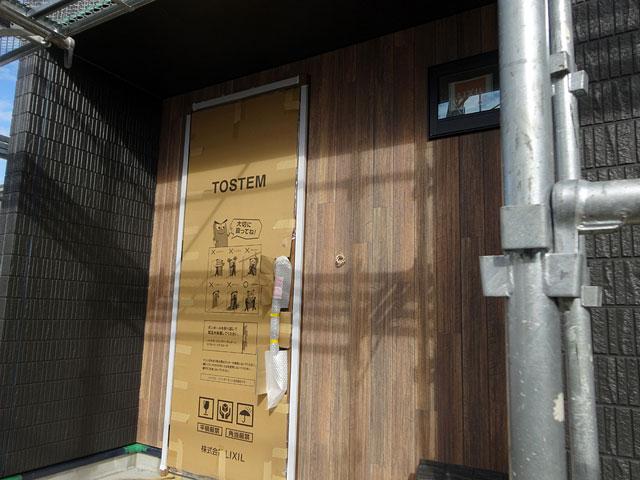 松山市余戸西分譲住宅サイディング貼り中